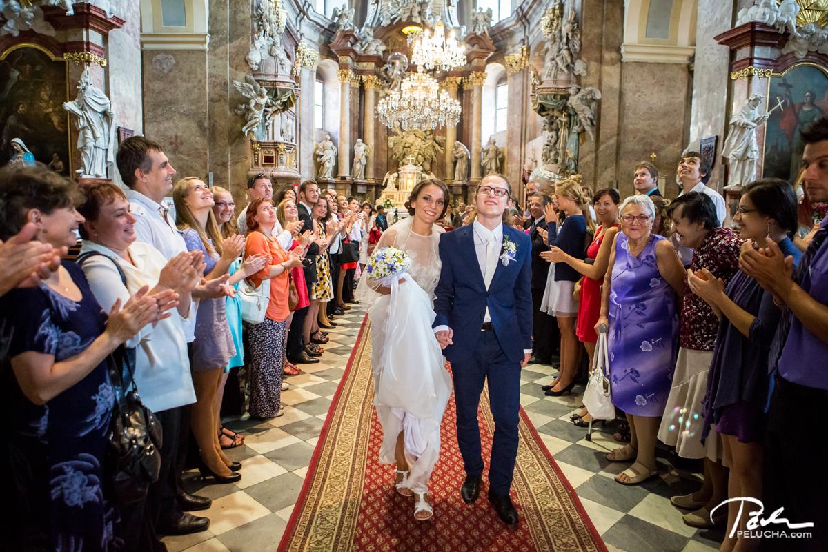 Svatba V Holesove Aneb Kdyz Se Berou Dva Mladi Umelci Svatebni A