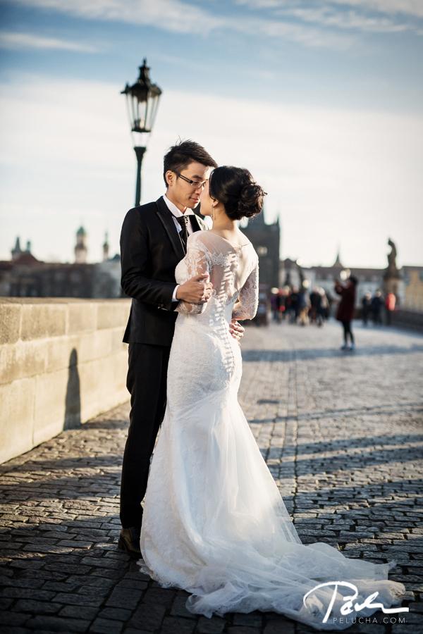 Pre wedding charles bridge